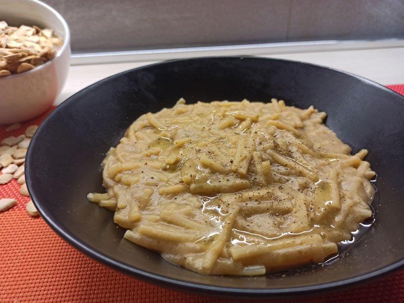 Pasta con le fave secche (pasta col macco)