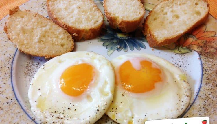 Uova ad occhio di bue o al tegamino