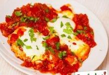 Uova affogate alla pizzaiola
