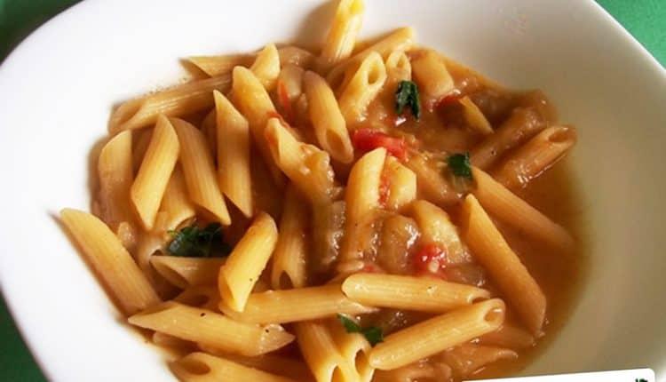 Minestra di pasta e zucchina lunga