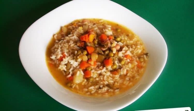 Minestrone di riso, legumi e verdure