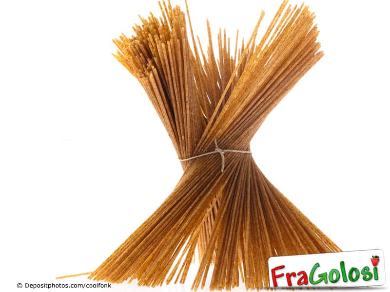 Pasta colorata marrone
