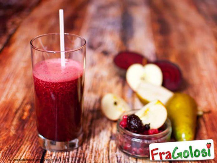 Frullato alle pere e frutti di bosco