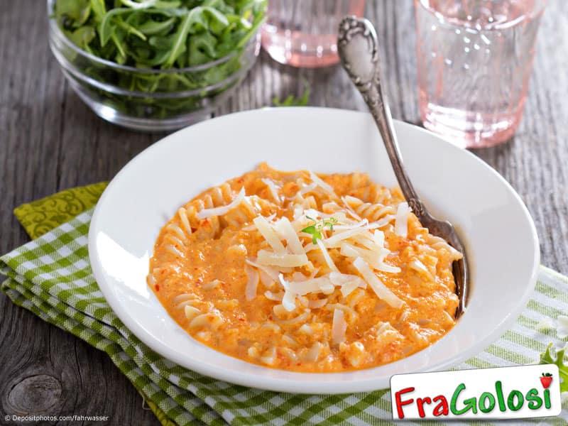 Pasta panna peperoni e zucchine ricetta di fragolosi - Ricette con la panna da cucina ...