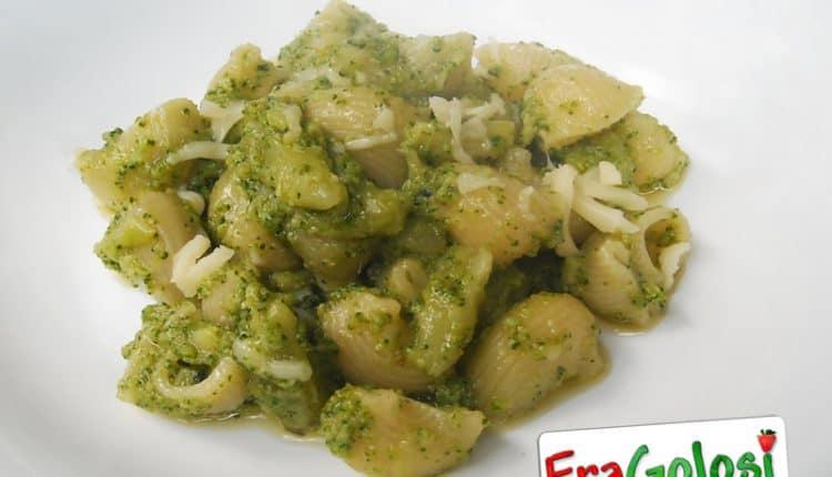 Pasta con formaggi e broccoli