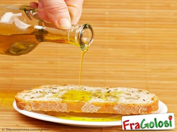 Pane condito con olio