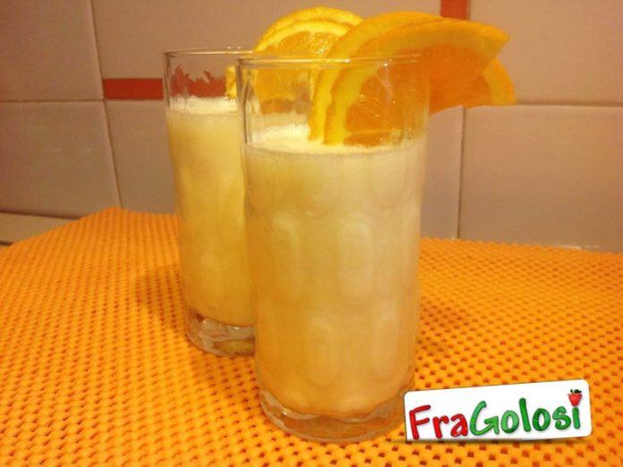 Frullato di latte e succo di arancia