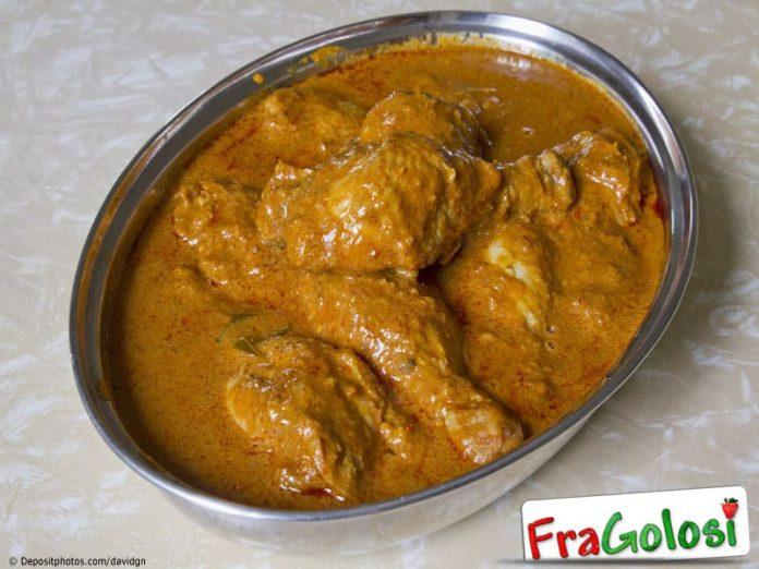 Pollo fritto con salsa allo zafferano