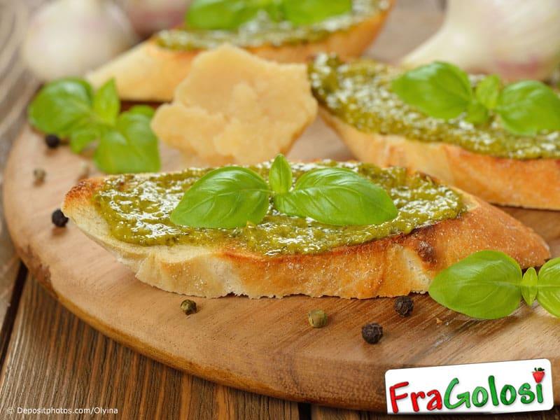 Crostini al pesto di zucchine