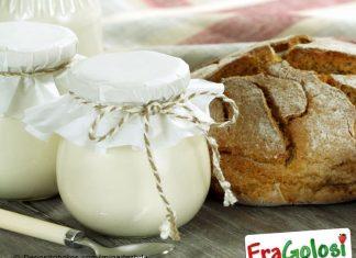 Frullato d yogurt e zucchero vanigliato