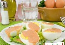 Uova in salsa rosa