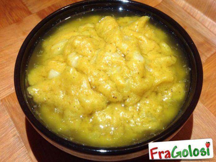 Salsa al curry con uvetta
