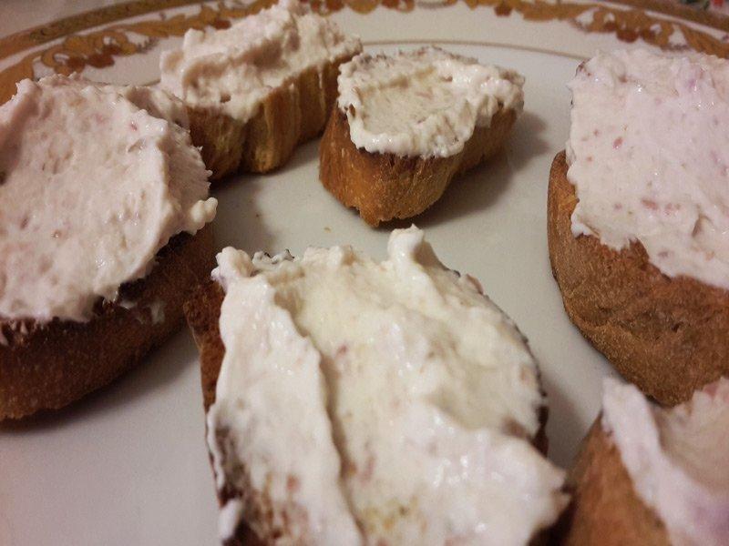 Crostini alla pancetta e philadelphia