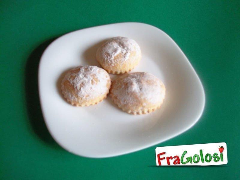 Pasticciotti siciliani ripieni di crema pasticcera
