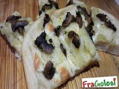 Focaccia con Funghi e Patate