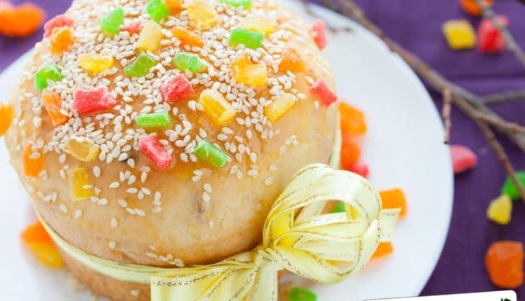 Torta con glassa all'arancia e frutta candita