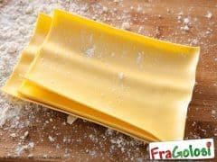 Per la cottura veloce di lasagne all'uovo già pronte
