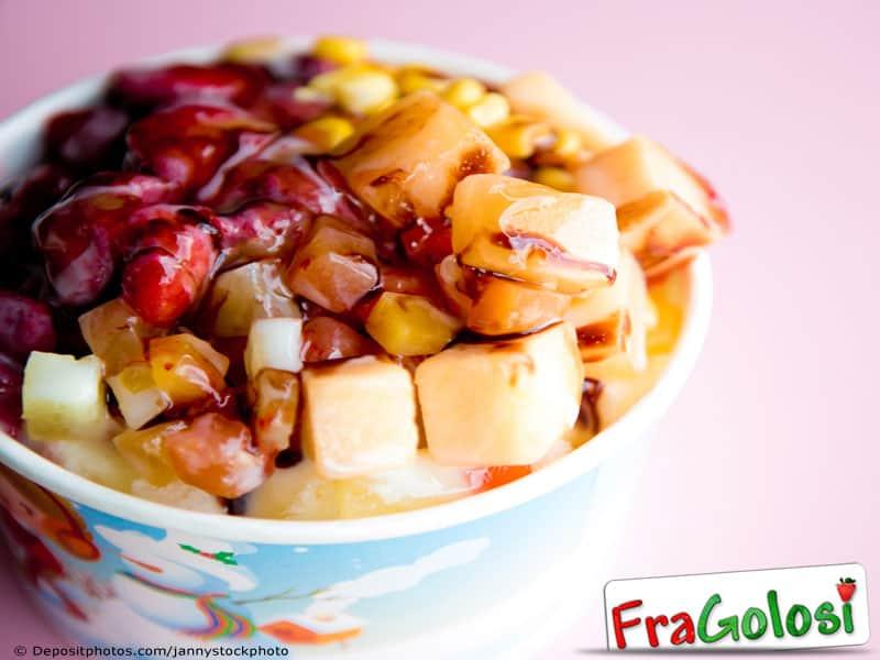 Coppa di frutta mista e gelato di fragola