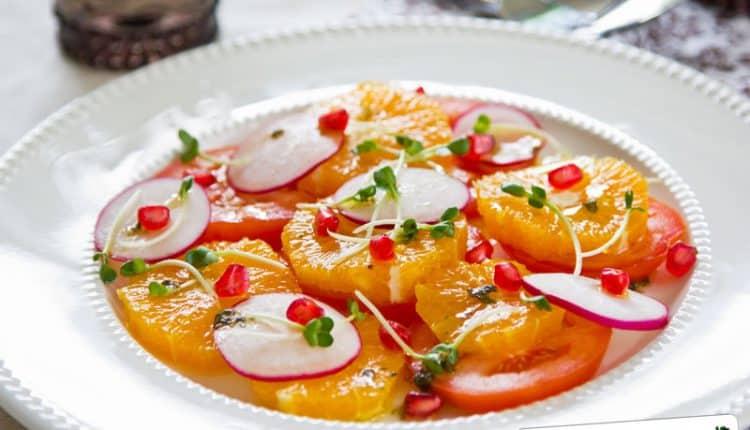 Insalata di arance pomodori e ravanelli