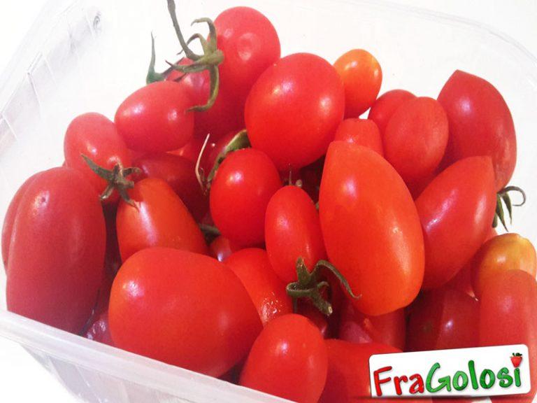 Se si devono aggiungere dei pomodorini ad una preparazione in cottura