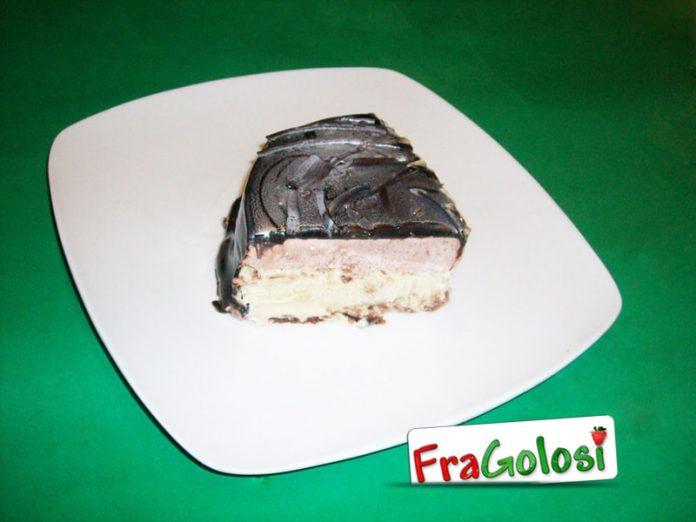 Torta bigusto con glassa a specchio