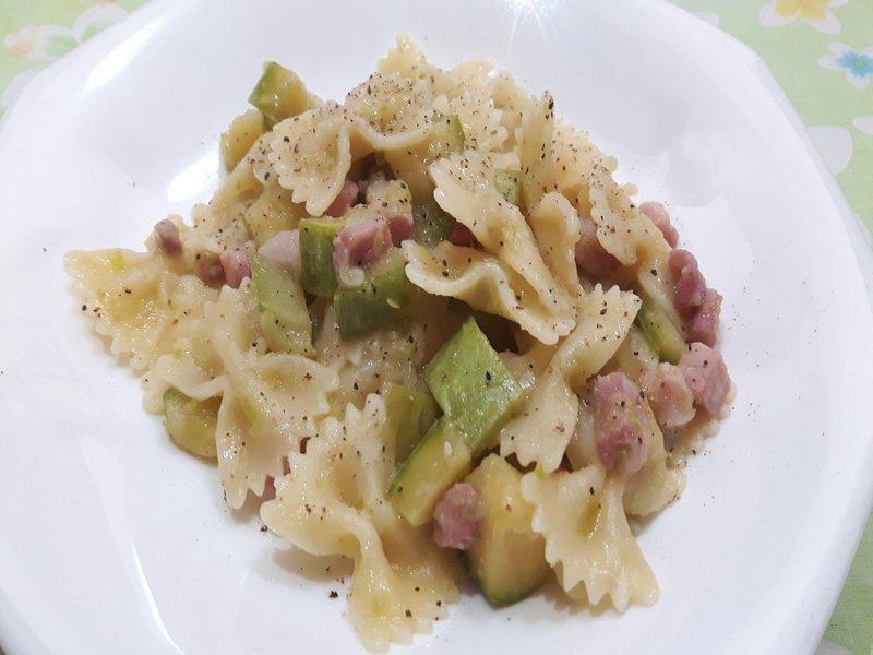 Pasta funghi zucchine e pancetta