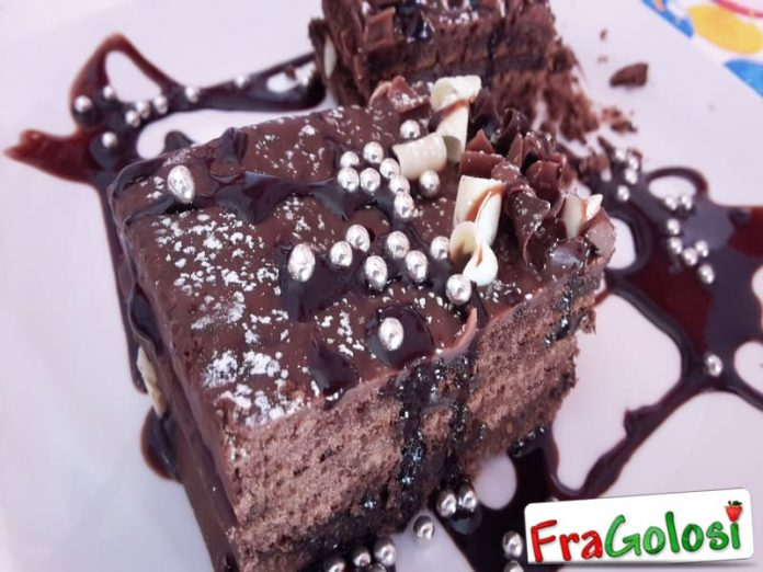 Torta Brownies con Glassa al Cioccolato