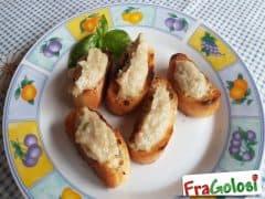 Crostini con crema di melanzane
