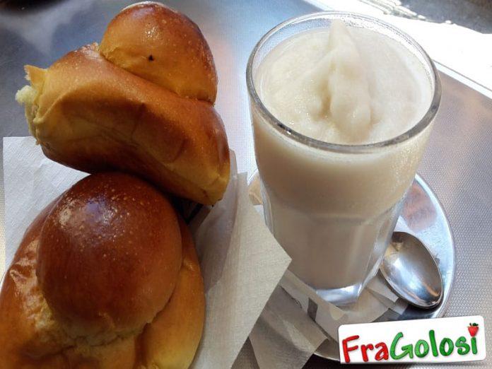 Granita di latte di mandorle con brioches
