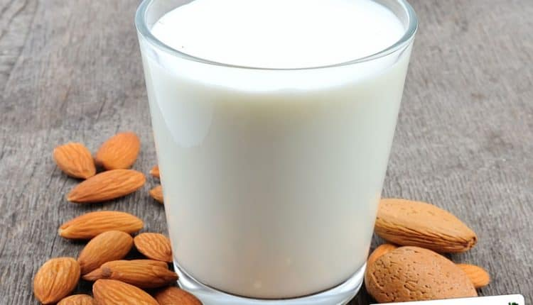 Crema di latte di mandorle
