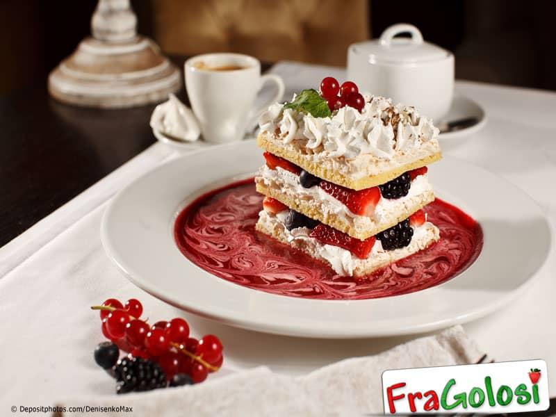 Millefoglie con crema pasticcera e frutta