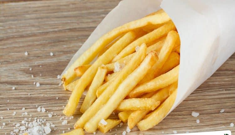 Per salare uniformemente le patatine fritte
