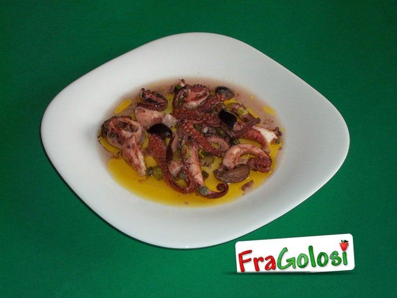Polpo con olive in insalata