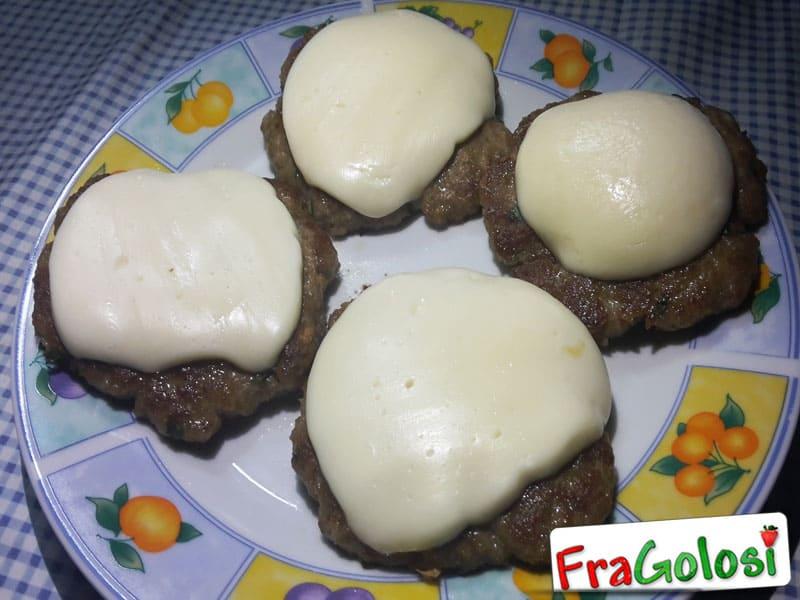 ricetta hamburger di carne - ricetta di fragolosi.it - Come Cucinare Hamburger Di Carne
