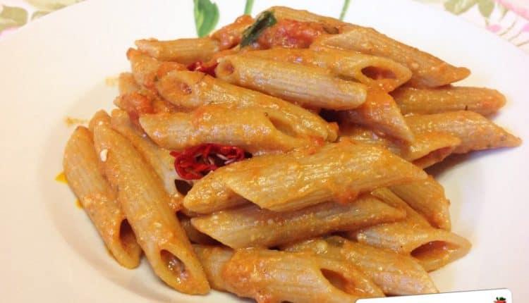 Pasta con pomodoro e ricotta alla Siciliana