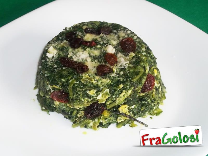 Sformatino di cicoria con uova, formaggio e uvetta