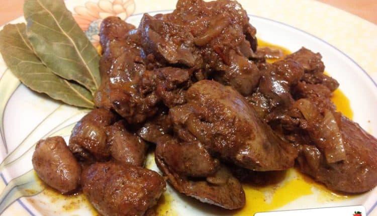Fegatini e cuori di pollo con cipolla
