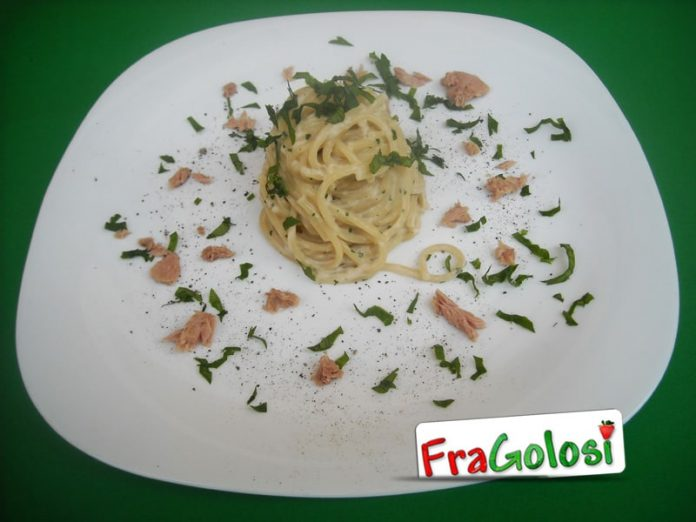 Spaghetti con tonno e robiola
