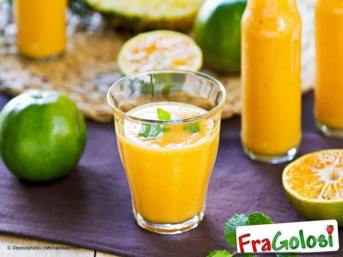 Frullato con ananas frutto della passione e mango