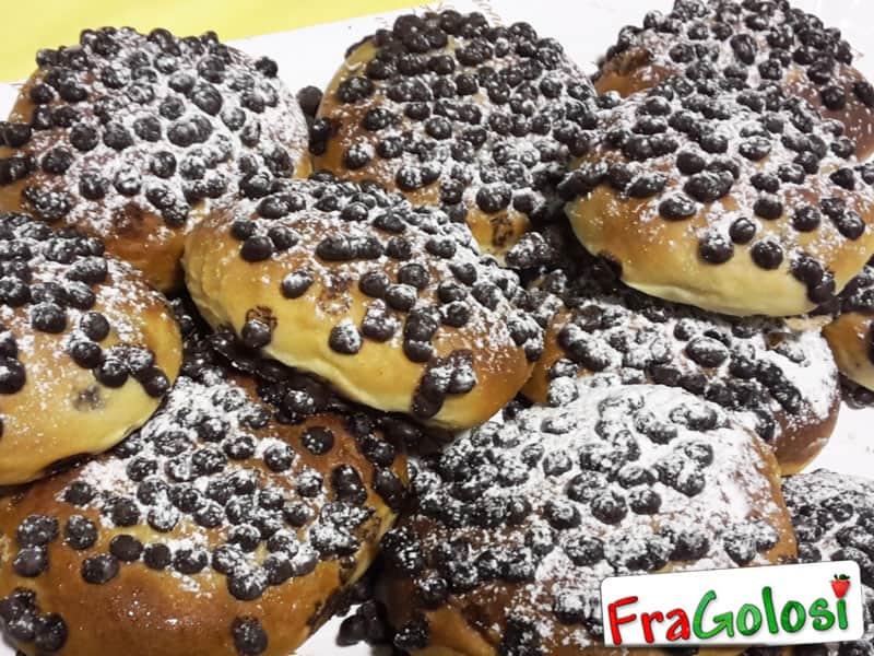 Panini dolci con gocce di cioccolato