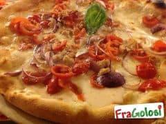 Pizza con Tonno, Cipolla e Pomodorini