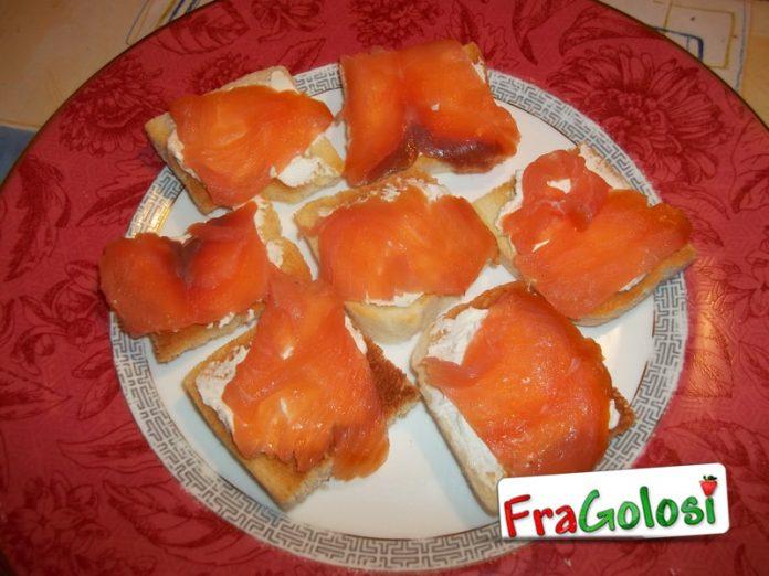 Crostini di pancarrè al salmone