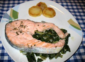 Salmone con bietole e patate