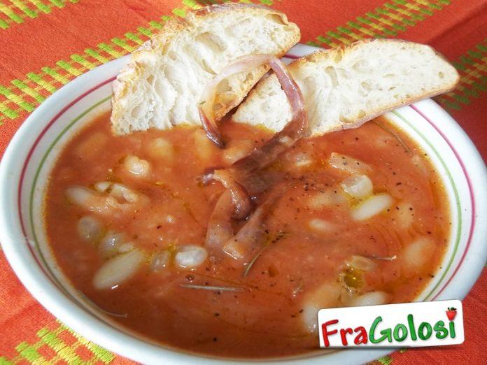 Zuppa di cannellini, pomodoro e pancetta