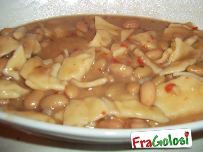 Maltagliati con fagioli freschi e peperoncino