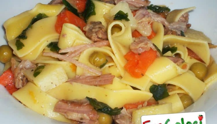 Pasta allo spezzatino di carne con verdure