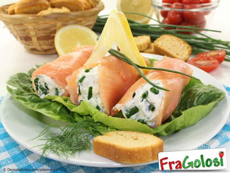 Ricetta Rotolini di Salmone Affumicato con Formaggi e Noci