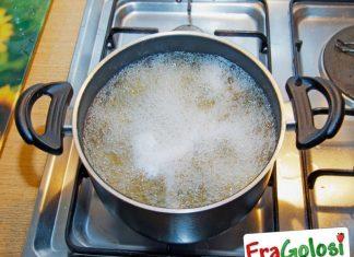 Come regolarsi per la salatura della pasta