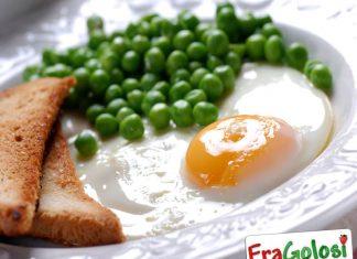 Uova con piselli al lardo