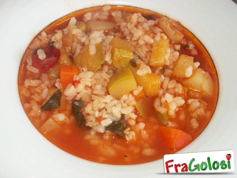 Minestra di riso con verdure dell'orto